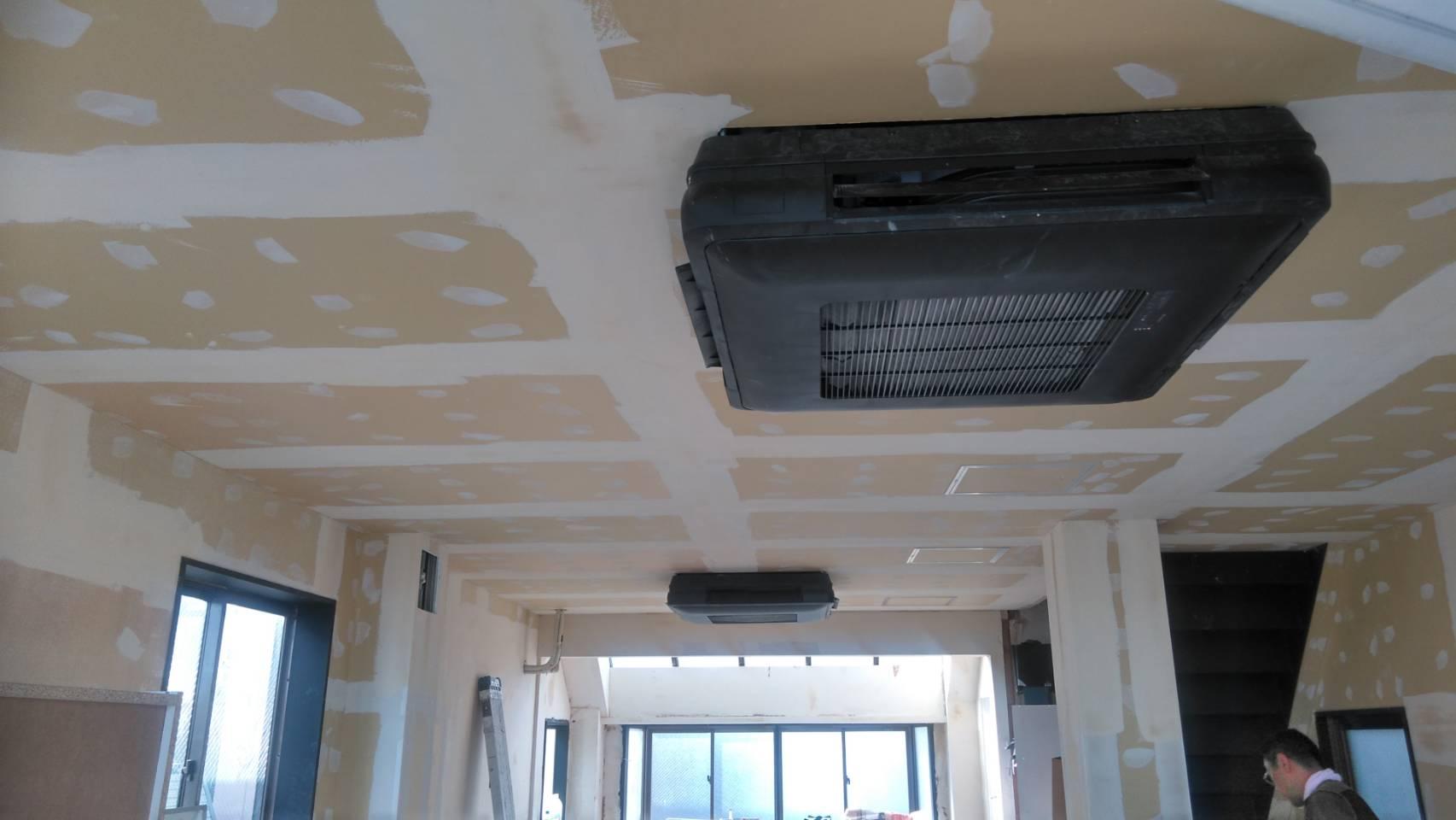 本社ビル改装工事中